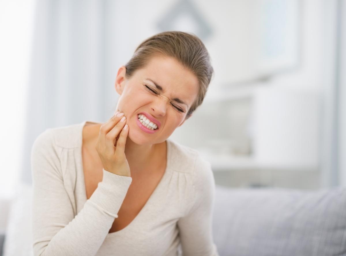 Как избавиться от зубной боли в домашних условиях быстро 98